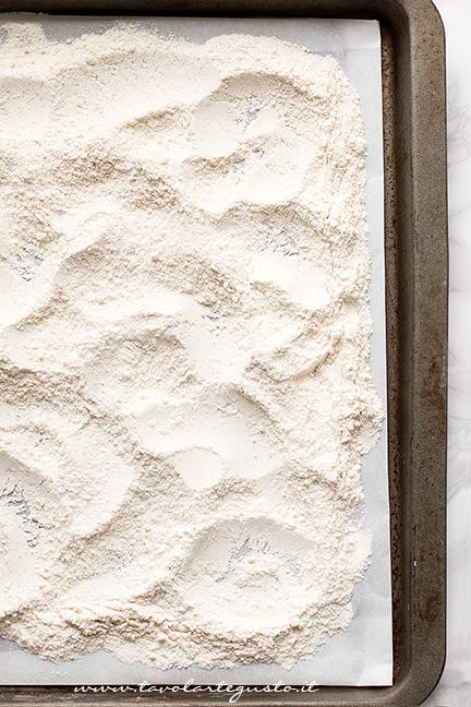 Tostare la farina in forno - Ricetta Polvorones