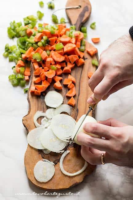 Affettare le verdure - Ricetta Brasato di manzo