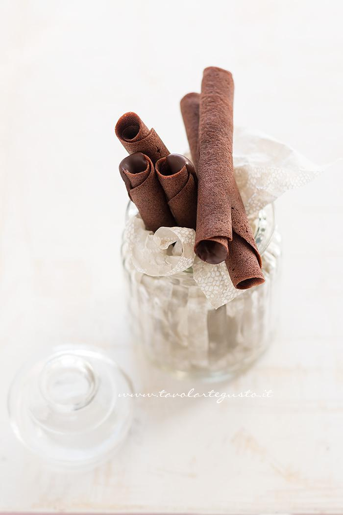 Sigarette di cialda al cacao- Ricetta Sigarette di cialda al cacao