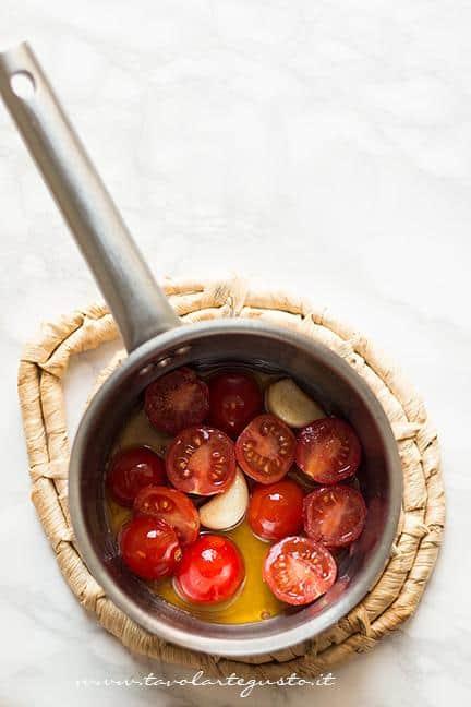 Soffirggere i pomodorini - Ricetta Zuppa di lenticchie