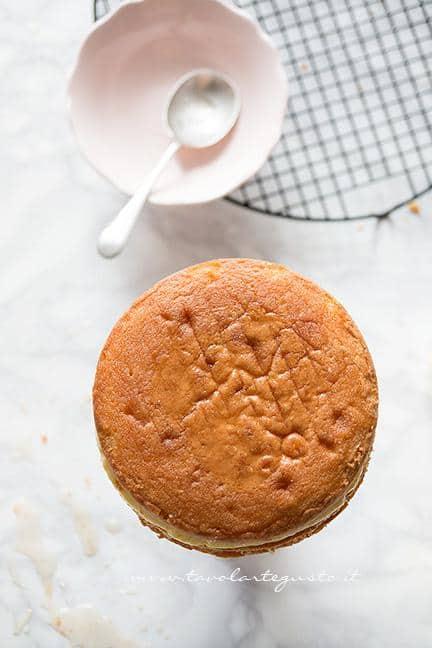 Chiudere la torta - Ricetta Torta ai lamponi