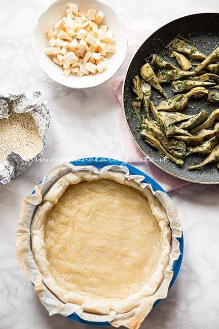 Assemblare la torta salata1 - Ricetta Torta salata ai Carciofi