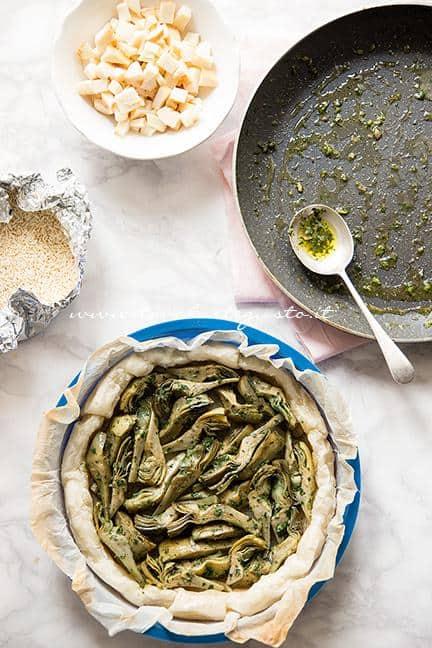 Assemblare la torta salata2 - Ricetta Torta salata ai Carciofi