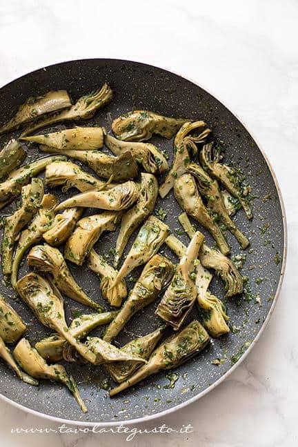 Carciofi saltati in padella - Ricetta Torta salata ai Carciofi