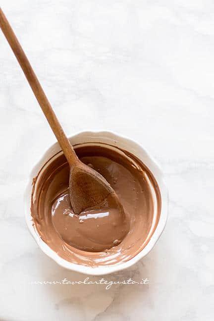 Cioccolato sciolto - Ricetta Ovetti di cioccolato e riso soffiato