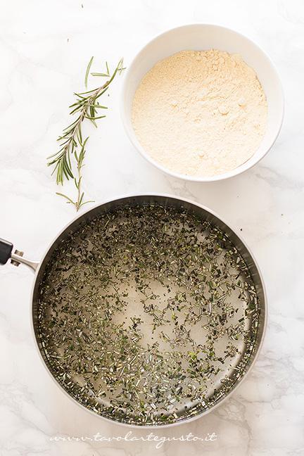 Portare ad ebollizione acqua sale e rosmarino - Ricetta Chips di farina di ceci e rosmarino