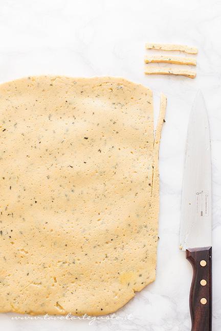 Ricavare le Chips - Ricetta Chips di farina di ceci e rosmarino