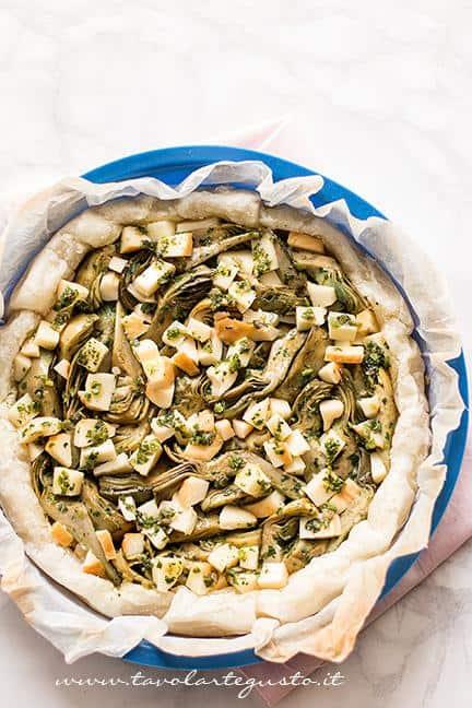 Torta pronta per essere infornata -Ricetta Torta salata ai Carciofi
