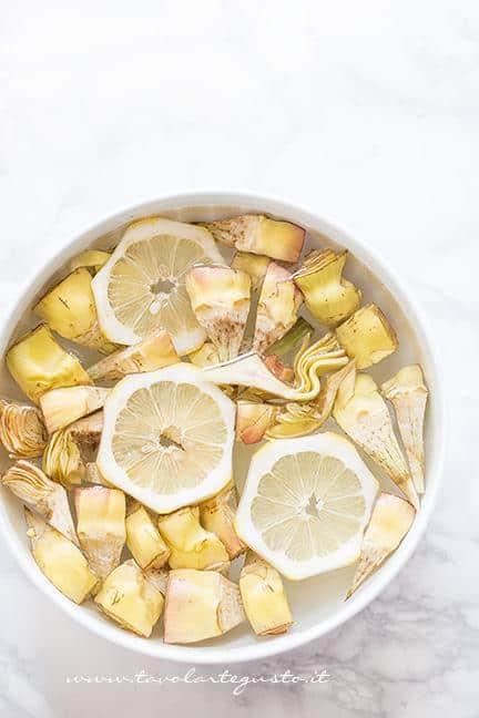Marinare i carciofi in acqua e limone - Ricetta Carciofi carmallati