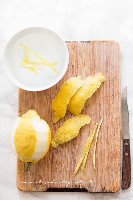 Ricavare listelle di bucce di limone - Ricetta Carciofi carmallati
