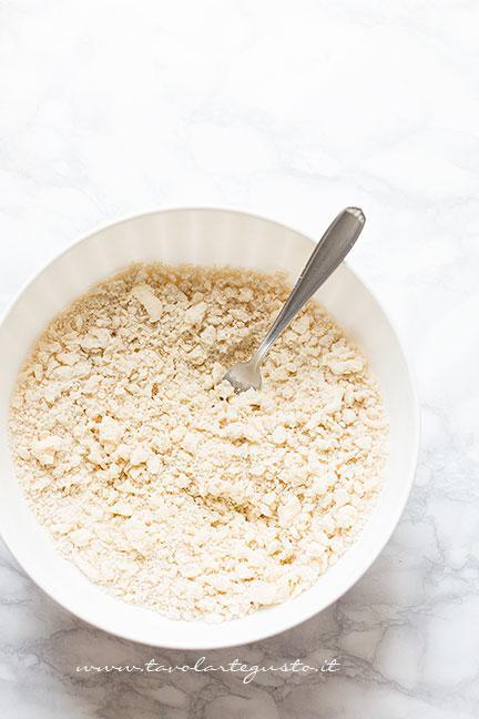 Come preparare la pasta brisée per la crostata1 - Ricetta Crostata di ciliegie