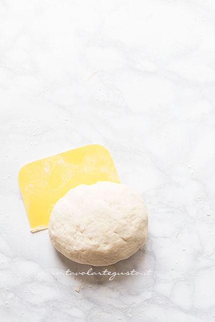 Come preparare la pasta brisée per la crostata3 - Ricetta Crostata di ciliegie