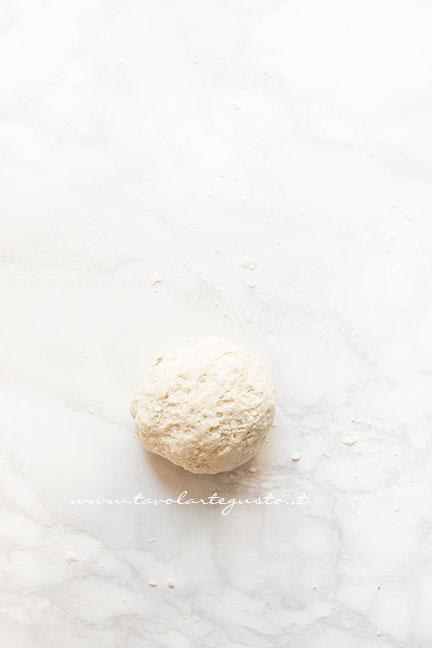 Formare un palla - Ricetta Pizza in padella