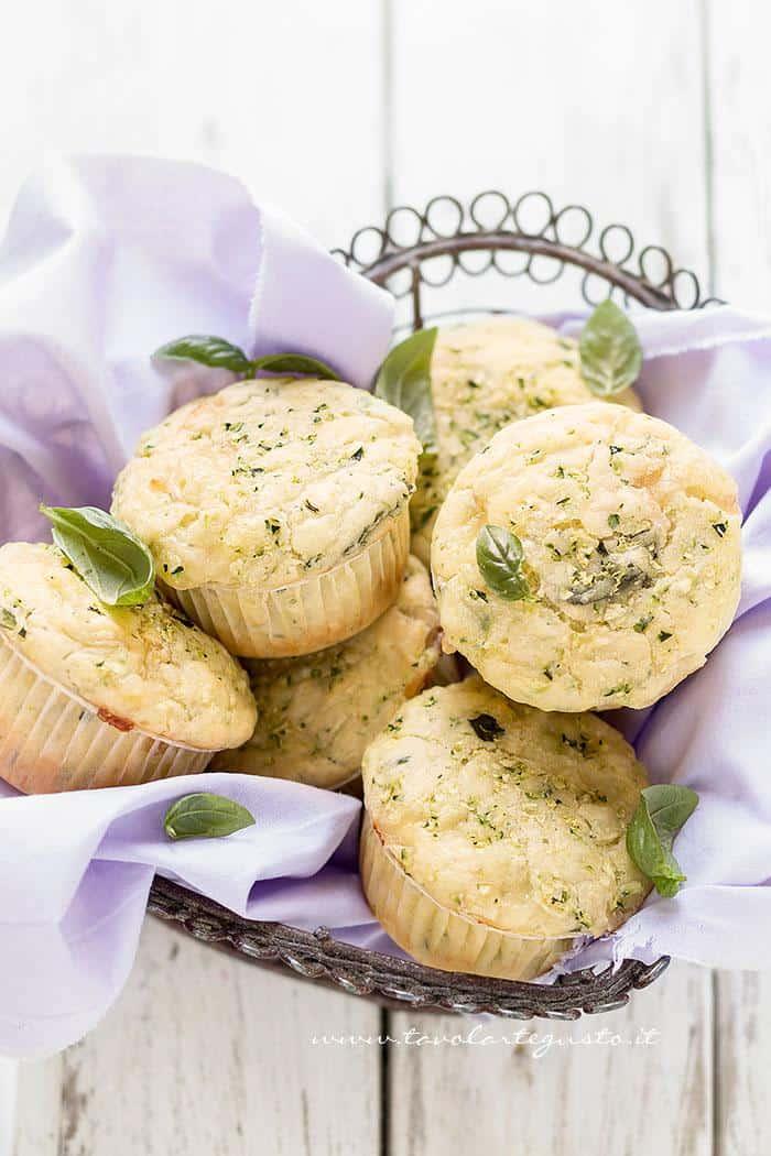 Muffin alle zucchine  - Ricetta Muffin salati alle zucchine