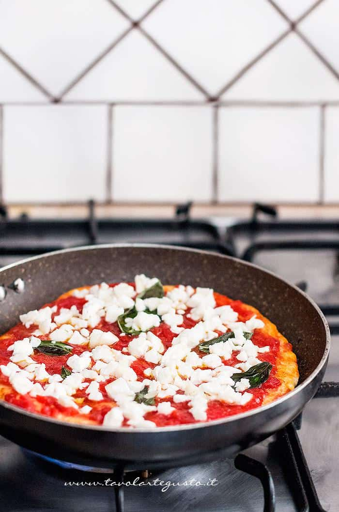 Pizza in padella1 - Ricetta Pizza in padella