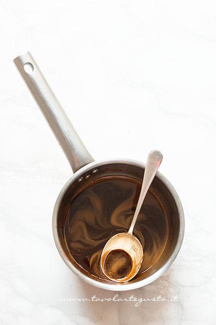 Sciogliere il caffè nella panna -  Ricetta Coppa del nonno