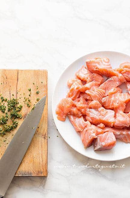 Sfilettare il salmone  - Ricetta Hamburger di salmone