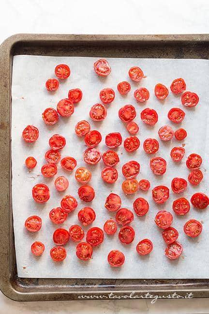 Come fare i Pomodorini confit 1 - Ricetta Pomodorini confit