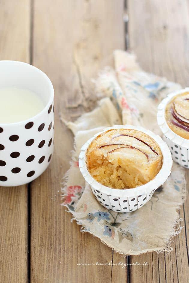 Consistenza morbida dei Muffin alle Mele - Ricetta Muffin alle Mele