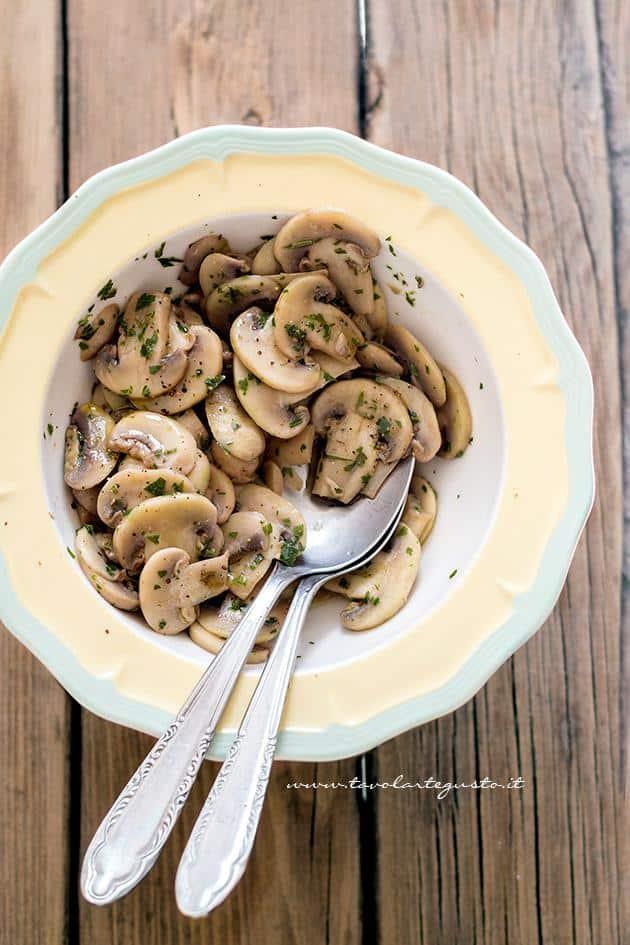 Funghi Trifolati - Ricetta originale, facile e veloce - Ricetta Funghi Trifolati