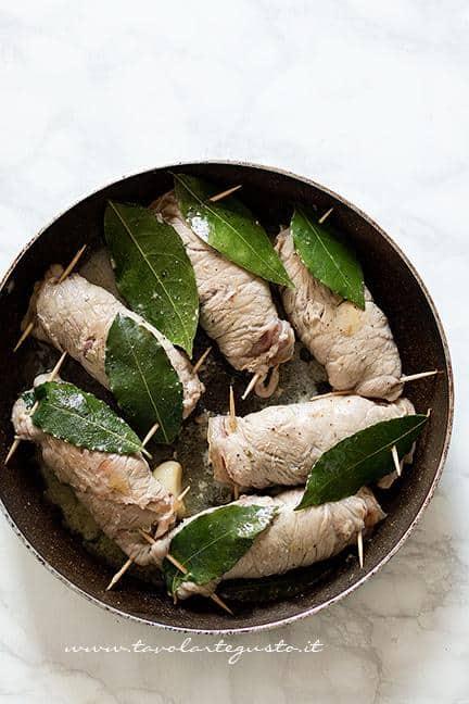 Involtini appena cotti - Ricetta Involtini di carne con funghi