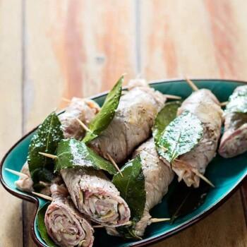 Involtini di carne con funghi - Ricetta Involtini di carne con funghi
