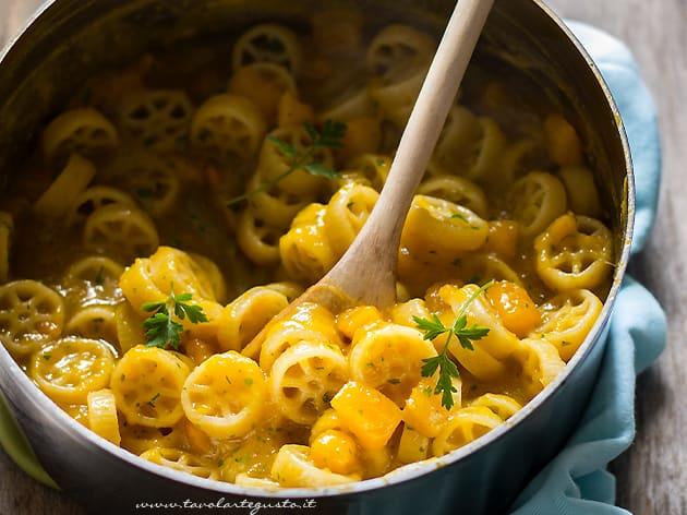 Pasta e Zucca - Ricetta Pasta e Zucca originale napoletana-