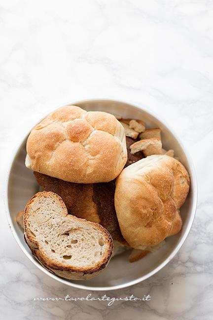 Pesare il pane raffermo - Ricetta Pizza di pane