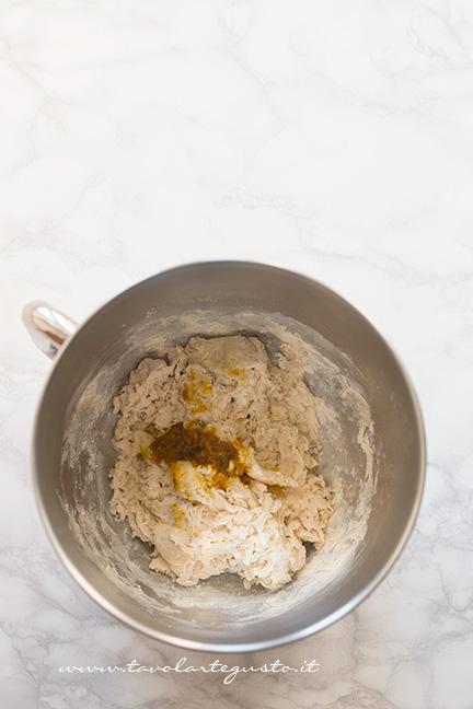 Aggiungere il mix di aromi - Ricetta Brioche senza burro, senza uova e latte (Brioche all'acqua)