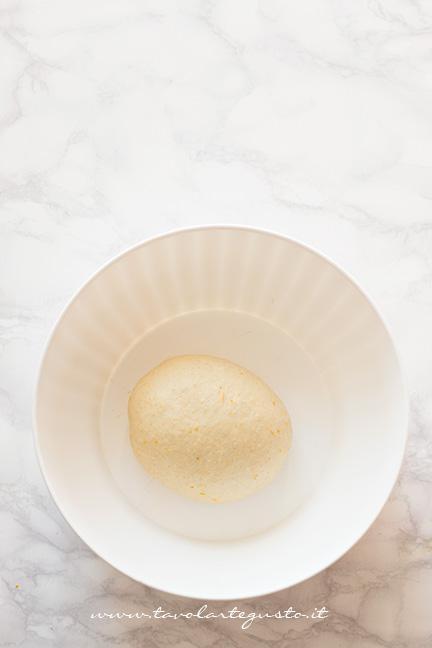 Impasto pronto per la lievitazione - Ricetta Brioche senza burro, senza uova e latte (Brioche all'acqua)