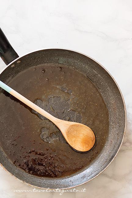 Preparare lo sciroppo - Ricetta Muesli fatto in casa