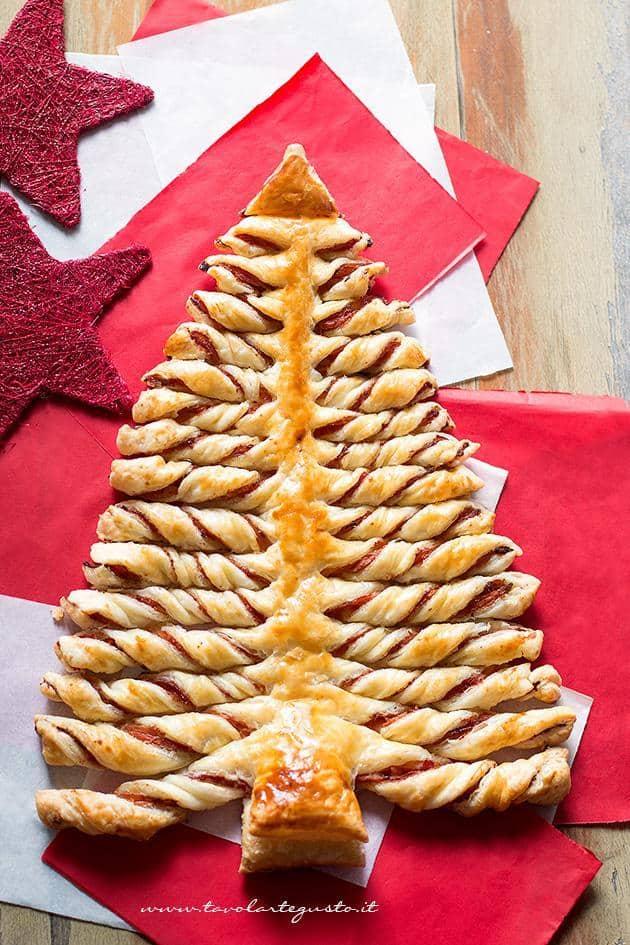 Albero Di Natale Di Pasta Sfoglia Salato.Albero Di Natale Di Pasta Sfoglia La Ricetta Passo Passo Facile E Veloce