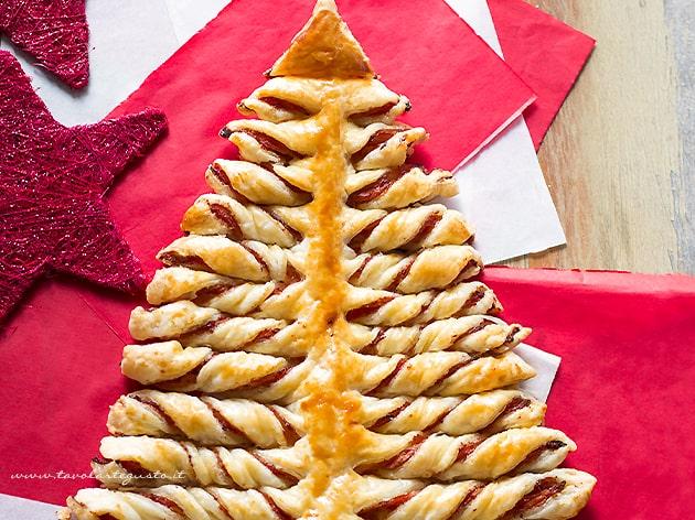 Albero di Natale di pasta Sfoglia intero - Ricetta Albero di sfoglia