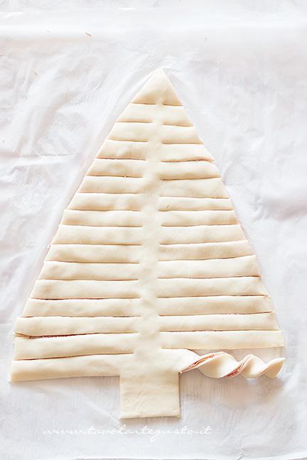 Come fare l'albero di pasta sfoglia (5) - Ricetta Albero di Natale di pasta Sfoglia