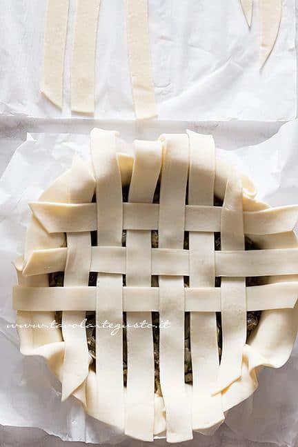 Come fare l'intreccio di pasta brisè 2 - Ricetta Pizza di Scarola