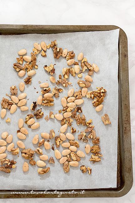 Tostare la frutta secca - Ricetta Crostata di frutta secca