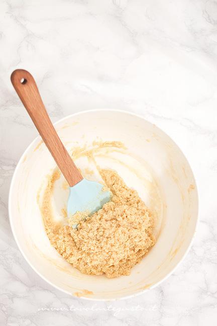 Burro, zucchero e uova montanti - Ricetta Torta Cookie con Smarties e M&M's
