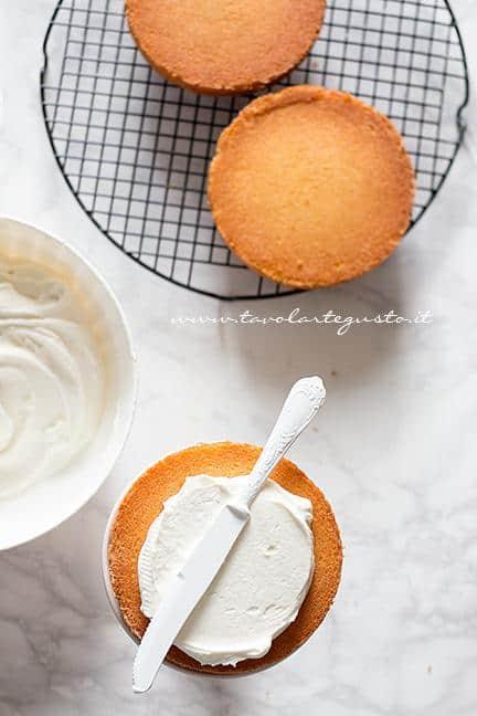 Farcire la base di torta come la crema - Ricetta Torta di Carnevale