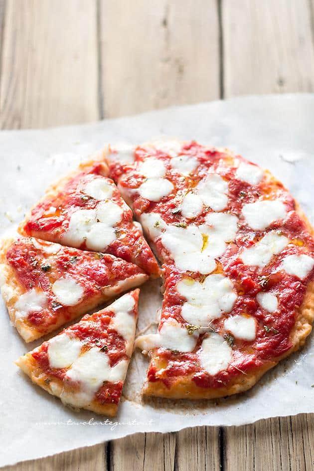 Pizza Veloce allo yogurt - Ricetta Pizza Veloce allo yogurt, Golosissima senza lievitazione