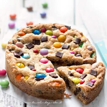 Ricetta Torta Cookie con Smarties e M&M's