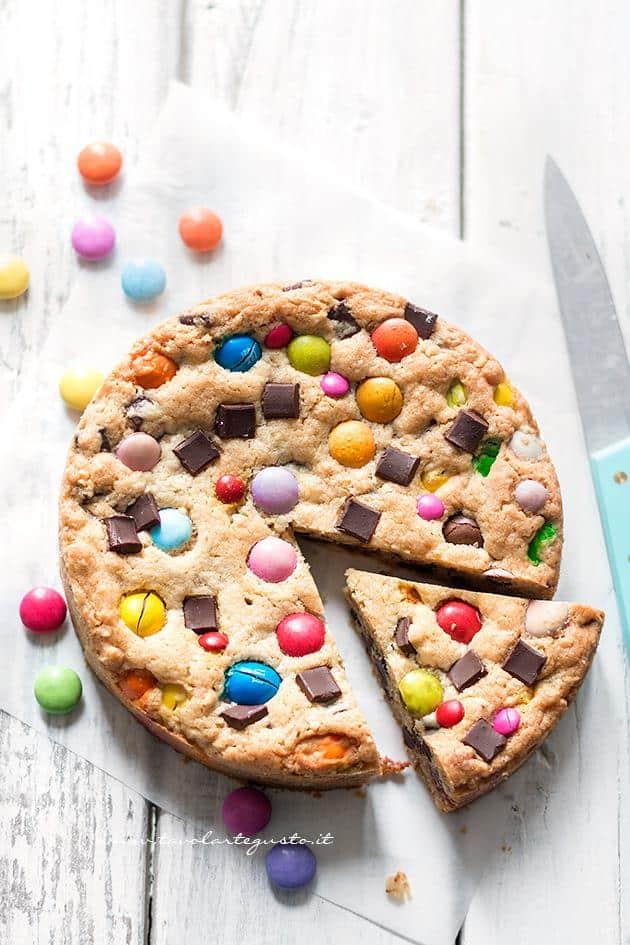Ricetta dellaTorta Cookie con Smarties e M&M's