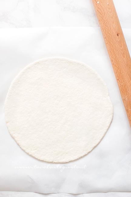 Stendere la pizza - Ricetta Pizza Veloce allo yogurt