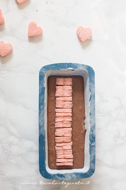 Tutti i cuoricini allineati al centro del plumcake - Ricetta Plumcake con cuore a sopresa