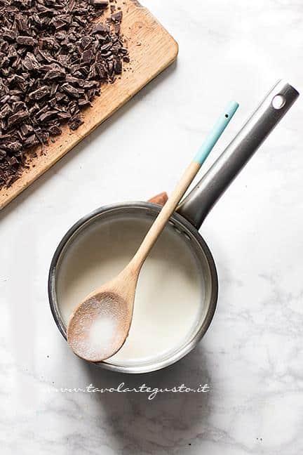 Preparare la Gananche al cioccolato fondente 1 - Ricetta Tarte au Chocolat veloce e facilissima