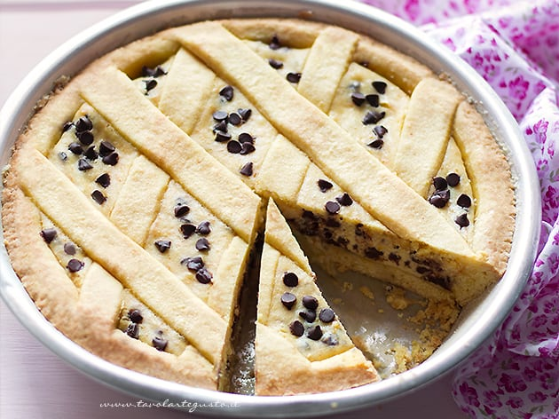 Crostata di Ricotta Cremosa con gocce di cioccolato - Ricetta Crostata di Ricotta-