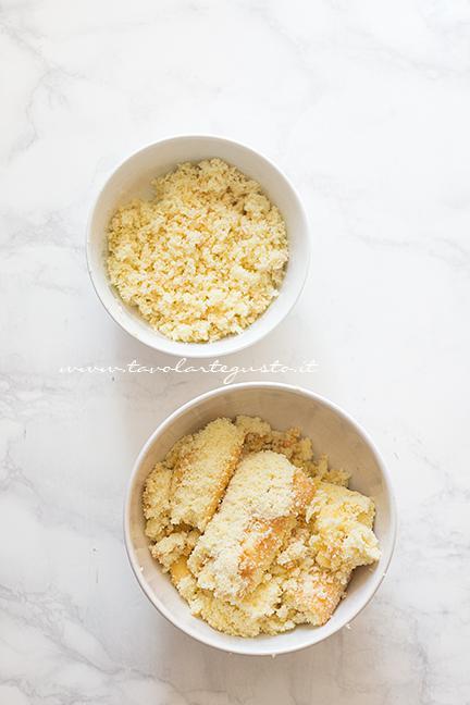 Sbriciolare una parte di pasta biscotto - Ricetta Cake pops Mimosa