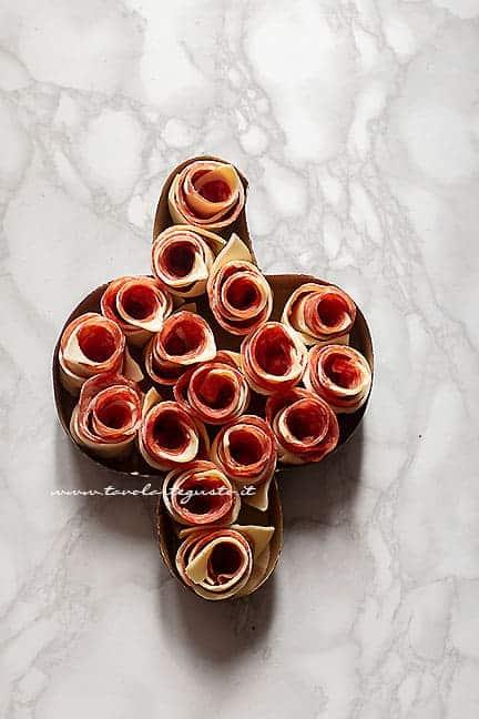 assemblare la colomba di pasta sfoglia - Ricetta Colomba salata