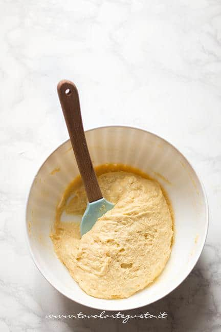 Mescolare l'impasto - Ricetta Plumcake salato alle verdure