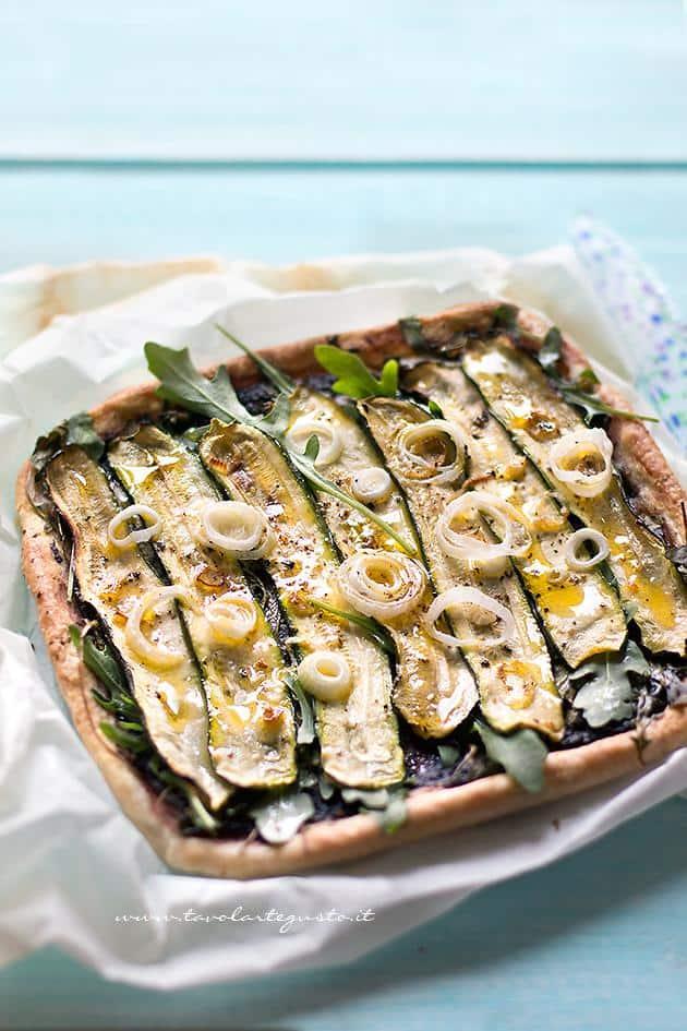 Schiacciata di Zucchine - Ricetta Schiacciata di Zucchine (velocissima e golosa)