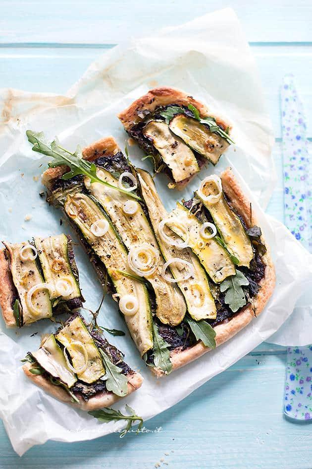 Schiacciata di zucchine tagliata in fette - Ricetta Schiacciata di Zucchine